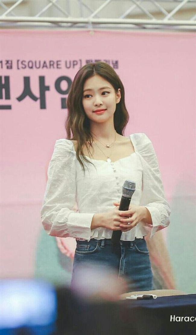 Jennie có tới 11 cách diện áo trắng, nhìn thì đơn giản nhưng biến đổi phong cách trong nháy mắt - Ảnh 7.