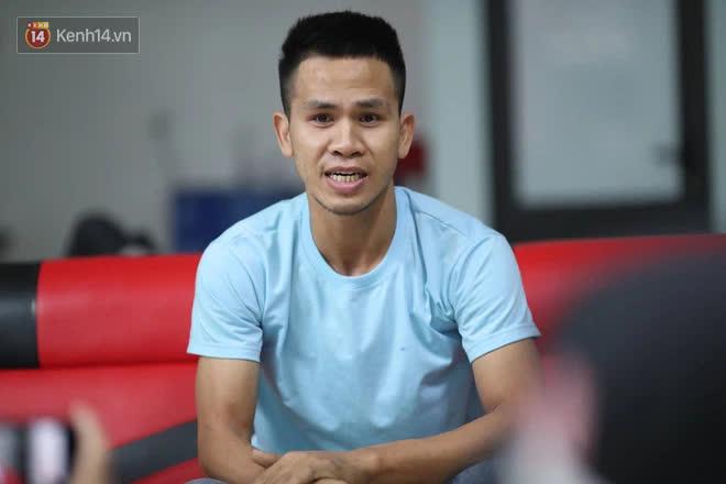 Một clip góc khác cho thấy Nguyễn Ngọc Mạnh đã vất vả và nỗ lực đến thế nào khi cố gắng cứu em bé - ảnh 1