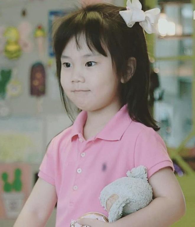 2 cô con gái nhà tiểu tam Penthouse Eugene: Hết thiên tài IQ 127 học trường quốc tế đắt đỏ đến fangirl nhí đặc biệt của BTS - ảnh 5