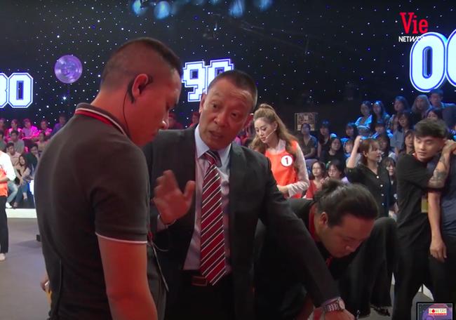 MC Thành Trung nằm bất động sau khi va chạm với Thanh Duy trên sân khấu Ký Ức Vui Vẻ - ảnh 4