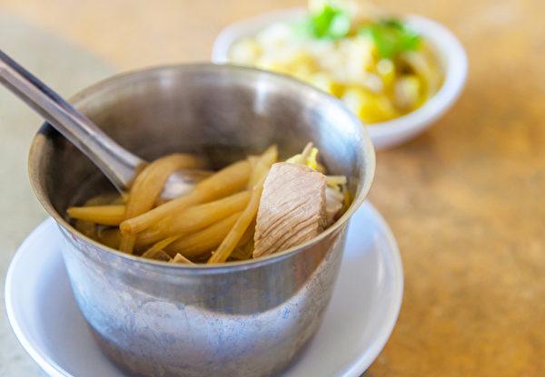 7 loại rau củ không nấu chín kĩ mà cứ ăn sống sẽ làm cơ thể sẽ bị nhiễm độc tố - ảnh 2