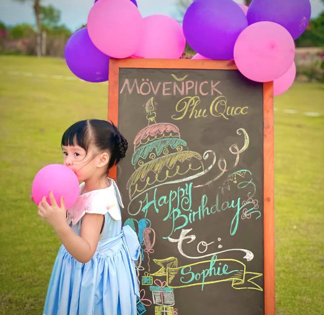 Hoa hậu Đặng Thu Thảo hiếm hoi khoe ảnh cận mặt con gái, nhóc tỳ 3 tuổi đã lớn thấy rõ và ngày càng ra dáng tiểu mỹ nhân - Ảnh 3.