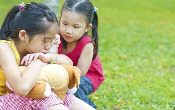Được thưởng 30 giây mua sắm vì đạt học sinh xuất sắc, cô bé lớp 2 chọn món đồ khiến bố đau tim còn người mẹ liền ôm mặt khóc - Ảnh 3.