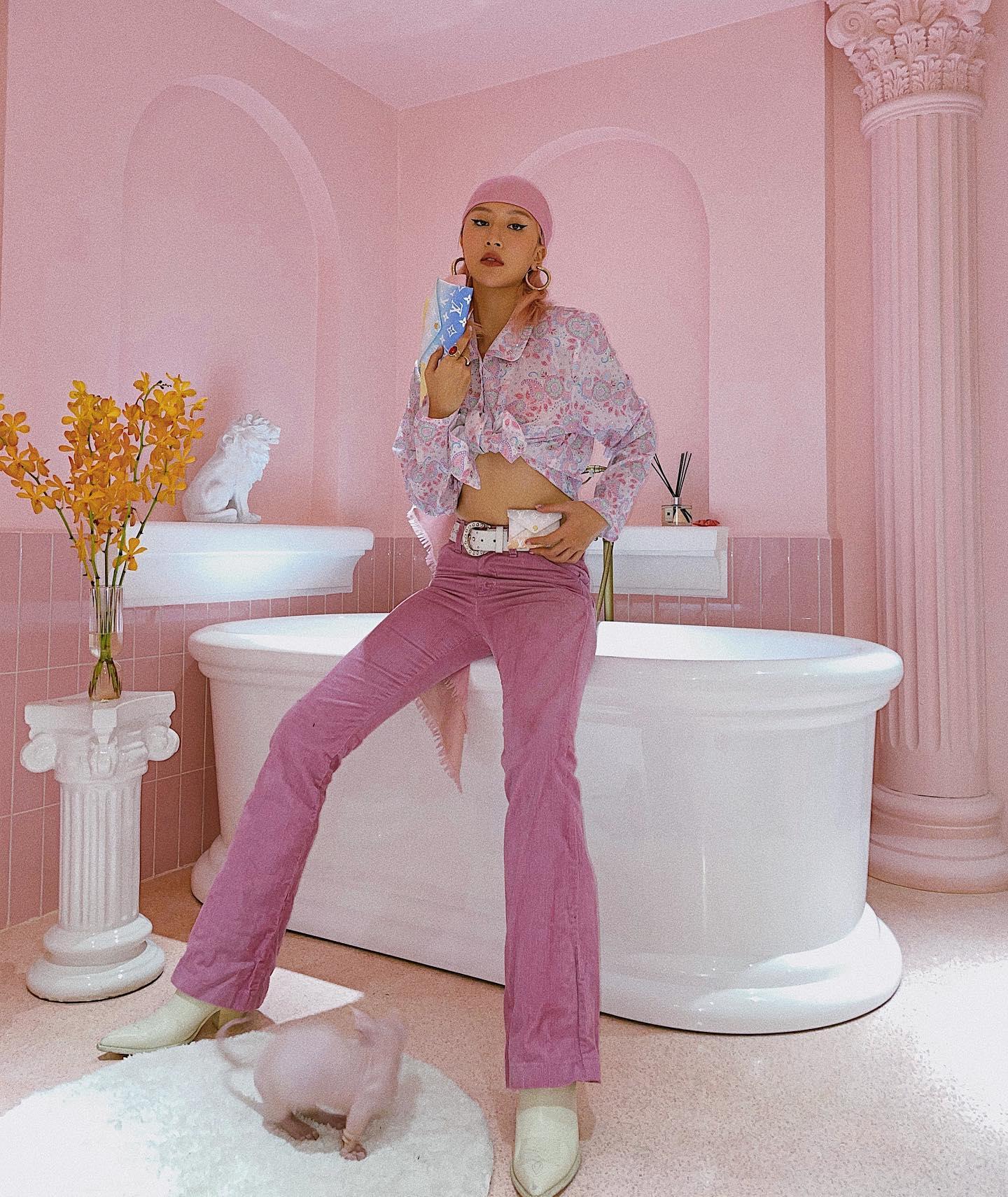 Hôm nay Quỳnh Anh Shyn diện đồ Louis Vuitton thật đẹp, nhưng dường như vòng 2 của nàng chưa thực sự hợp tác lắm - Ảnh 2.