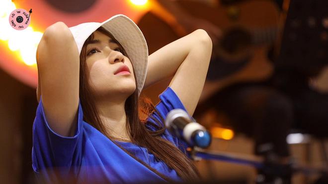 Hòa Minzy khiến hết Văn Mai Hương đến Hứa Kim Tuyền lo lắng về chuyện quá cầu toàn giọng hát 001