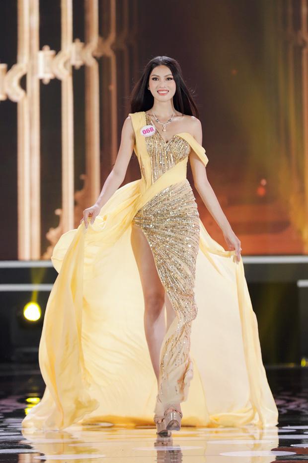 Tranh cãi clip Á hậu Ngọc Thảo nói tiếng Anh tại Miss Grand International: Phát âm sai quá sai, nhưng được cái tự tin vớt lại! - Ảnh 5.