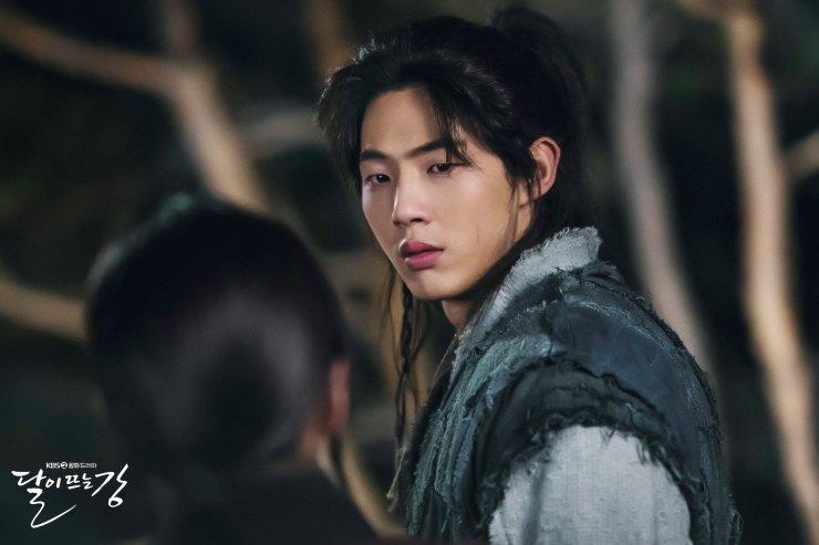 Sông Đón Trăng Lên toang nặng vì phốt bắt nạt của Ji Soo, khán giả bày cách cứu Kim So Hyun - Ảnh 1.