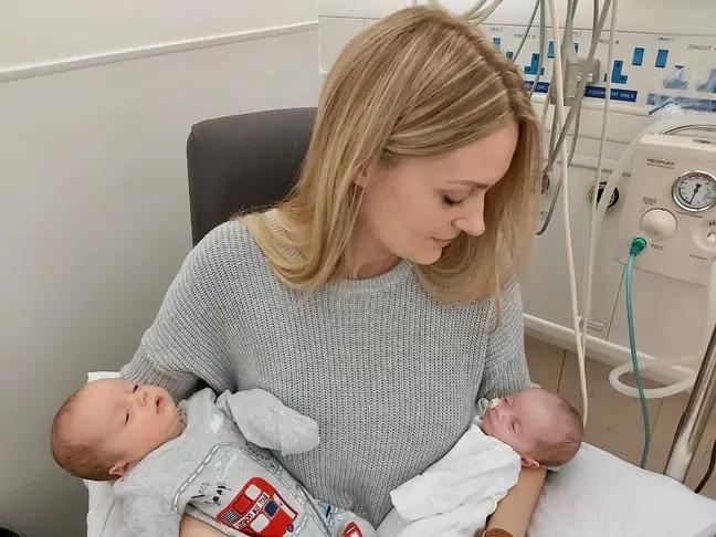 Kỳ lạ sản phụ đang mang thai 3 tháng thì phát hiện... có bầu tiếp, cuối cùng đẻ ra 2 anh em cùng lúc - Ảnh 1.