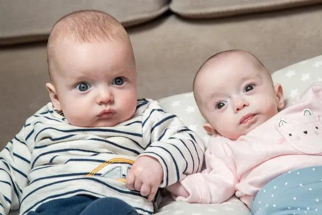 Kỳ lạ sản phụ đang mang thai 3 tháng thì phát hiện... có bầu tiếp, cuối cùng đẻ ra 2 anh em cùng lúc - Ảnh 3.