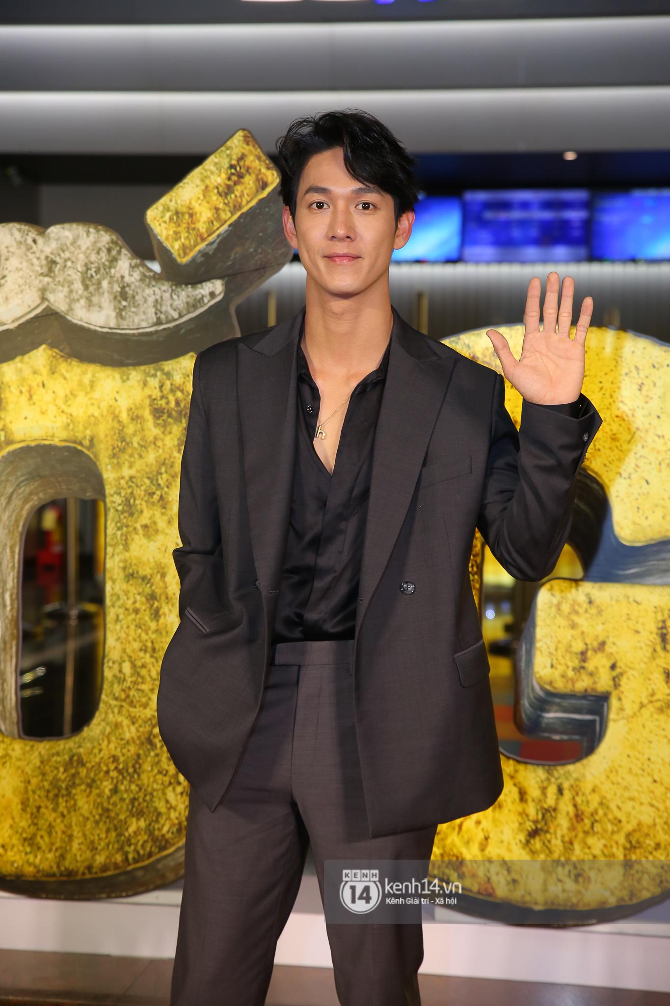 Cặp đôi nhà Đông Nhi, Lệ Quyên thi nhau show ân ái không kém cạnh Trấn Thành - Hariwon ở siêu thảm đỏ Bố Già - Ảnh 21.