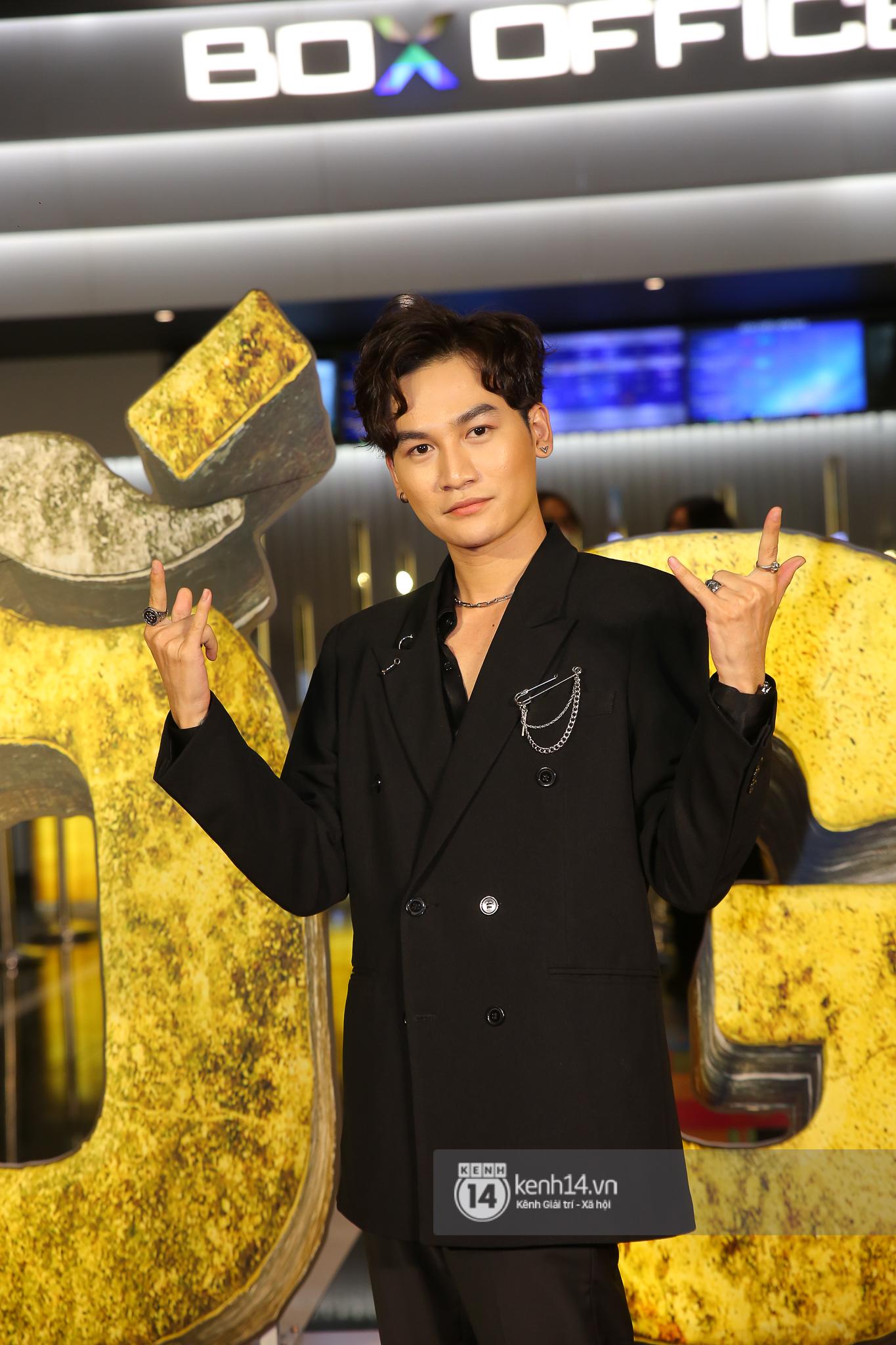 Cặp đôi nhà Đông Nhi, Lệ Quyên thi nhau show ân ái không kém cạnh Trấn Thành - Hariwon ở siêu thảm đỏ Bố Già - Ảnh 35.
