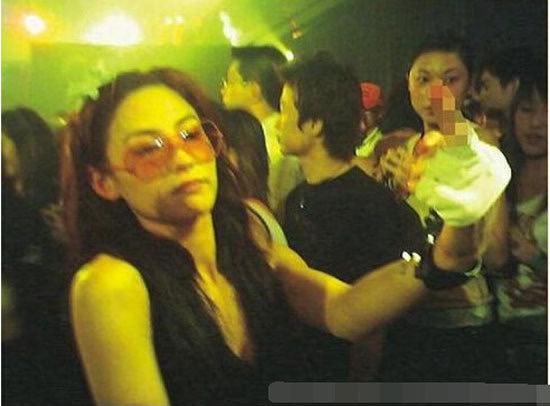 Trương Bá Chi: Ngọc nữ đẹp nhất Hong Kong ăn chơi trác táng, thi phi bủa vây vì cuộc tình 2 thập kỷ với Tạ Đình Phong - ảnh 15