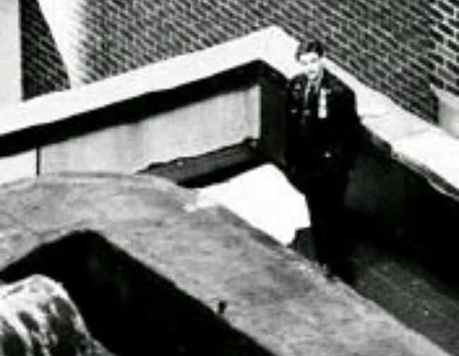 Tears in Heaven: Ca khúc bất hủ chất chứa nỗi đau của người cha sau khi con trai 4 tuổi ngã từ tầng 53 tử vong, thực tế còn có ý nghĩa khác - ảnh 8