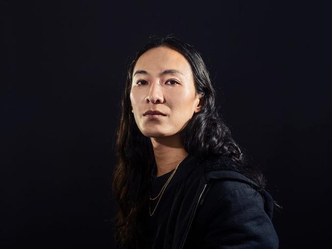 Nhà thiết kế gốc Á nổi tiếng Alexander Wang lại bị một nam sinh viên tố tấn công tình dục với hành động biến thái giữa chốn đông người - ảnh 1