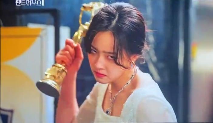 Thánh trợn Eun Byul sốc thuốc, một tay giết chết Ro Na ở Penthouse 2 tập 5? - Ảnh 7.
