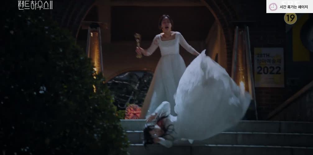 Thánh trợn Eun Byul sốc thuốc, một tay giết chết Ro Na ở Penthouse 2 tập 5? - Ảnh 9.