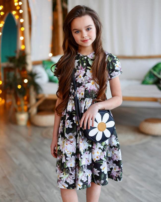 Cô bé người Nga được mệnh danh đẹp nhất thế giới 4 năm trước: Hiện tại vẫn gây sốt vì quá xinh đẹp, bất ngờ nhất là chuyện học hành - ảnh 6