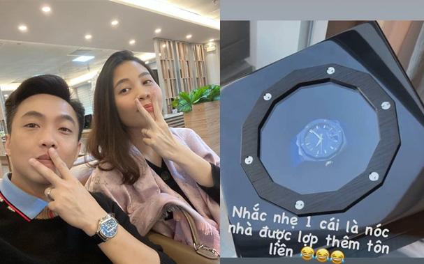 Chiều vợ như Cường Đô La: Đàm Thu Trang nhắc nhẹ 1 câu đã mua ngay quà 8/3 sớm, còn tranh thủ nịnh bợ cực ngọt