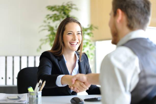 Cách trả lời 3 câu hỏi tuyển dụng cơ bản: Giới thiệu bản thân? Điểm mạnh, điểm yếu? Bạn muốn hỏi gì thêm không? - ảnh 2