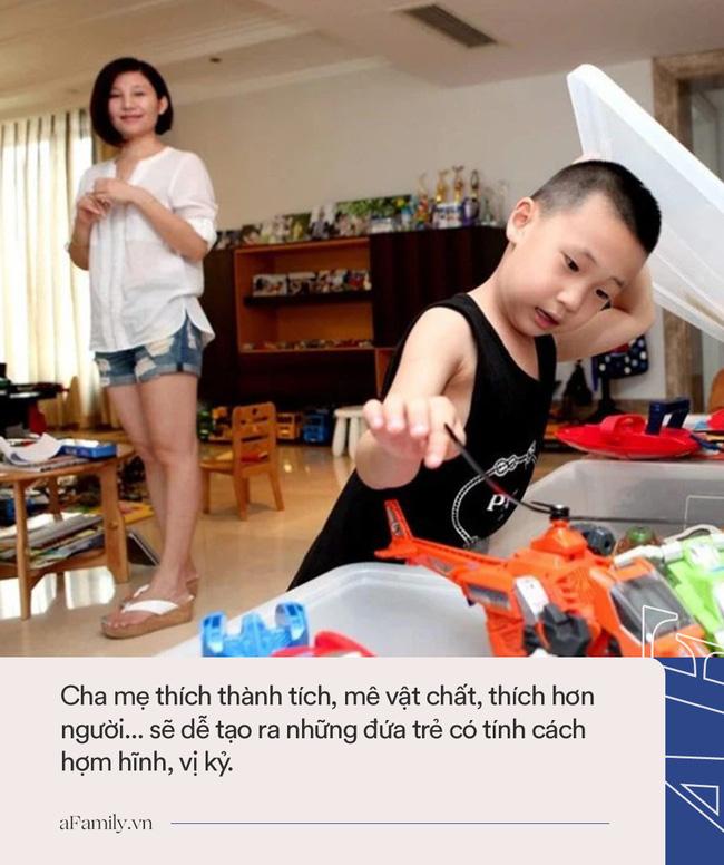 Bà mẹ mua quà đắt tiền để con mang tới lớp, nhưng hành động sau đó khiến ai nấy ngán ngẩm cho kiểu phụ huynh nhà giàu - Ảnh 4.