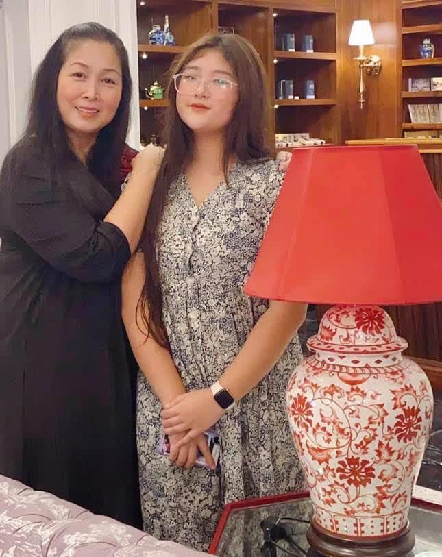 Con gái xinh xắn của Hồng Vân học trường quốc tế nhưng học phí thấp bất ngờ - ảnh 2