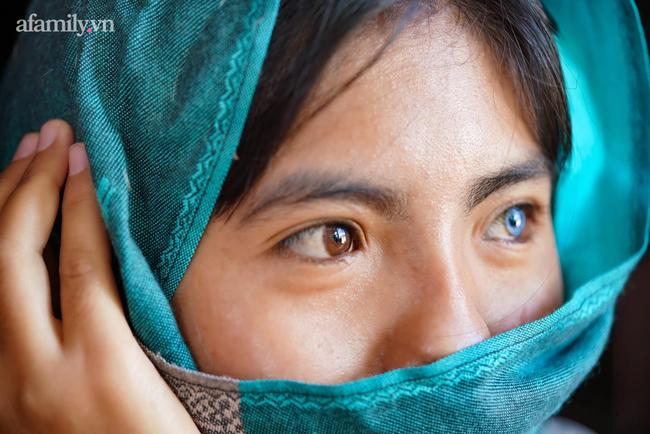 Thạch Thị Sa Pa - Nữ sinh người Chăm với đôi mắt 2 màu ma mị hiếm thấy ngày ấy giờ càng xinh xắn, tiết lộ mong muốn sau khi tốt nghiệp đại học - Ảnh 1.