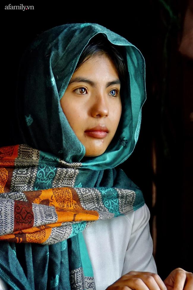 Thạch Thị Sa Pa - Nữ sinh người Chăm với đôi mắt 2 màu ma mị hiếm thấy ngày ấy giờ càng xinh xắn, tiết lộ mong muốn sau khi tốt nghiệp đại học - Ảnh 2.