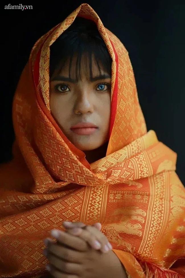 Thạch Thị Sa Pa - Nữ sinh người Chăm với đôi mắt 2 màu ma mị hiếm thấy ngày ấy giờ càng xinh xắn, tiết lộ mong muốn sau khi tốt nghiệp đại học - Ảnh 3.