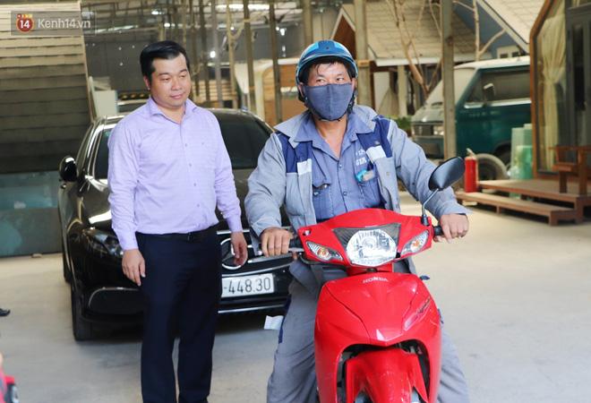 Chạy xe máy quẹt vào Mercedes, người đàn ông bất ngờ khi chủ xe không bắt đền còn tặng chiếc xe mới vì cách hành xử đẹp - ảnh 15