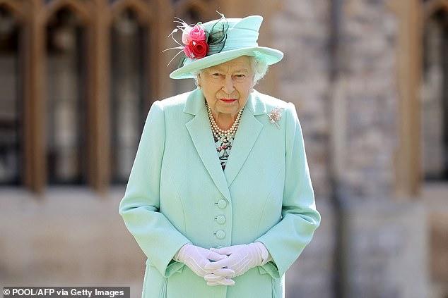 Nữ hoàng Anh sẽ trở lại làm việc sau khi để tang chồng, sự mạnh mẽ và kiên cường của bà khiến mọi người kinh ngạc và thán phục - ảnh 1