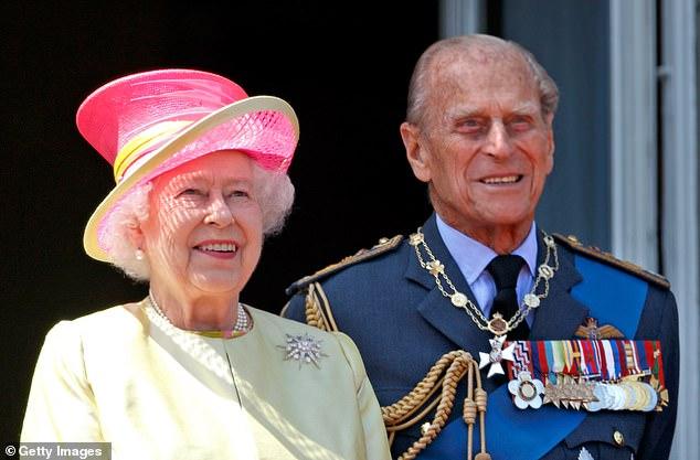 Nữ hoàng Anh sẽ trở lại làm việc sau khi để tang chồng, sự mạnh mẽ và kiên cường của bà khiến mọi người kinh ngạc và thán phục - ảnh 4