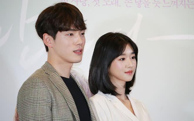 4 diễn viên và điều cấm kị khi làm nghề: Hồng Diễm né sạch cảnh hôn, Kim Jung Hyun skinship no no! vì bạn gái - Ảnh 1.