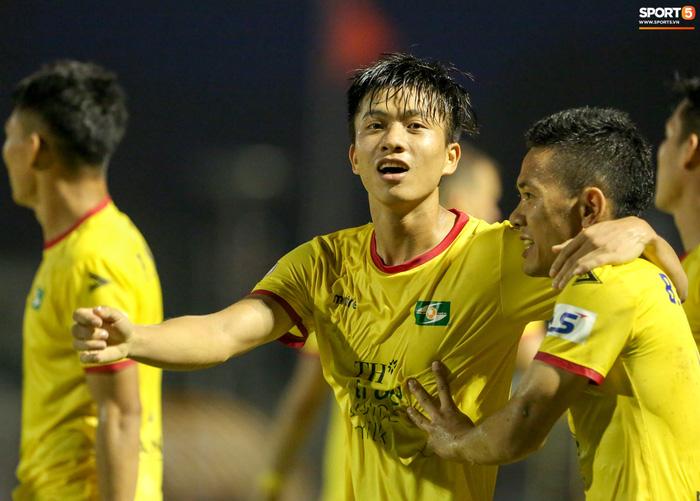 Người hùng thích gánh team Phan Văn Đức hết hợp đồng vào cuối năm 2021, SLNA vẫn lặng im - Ảnh 2.