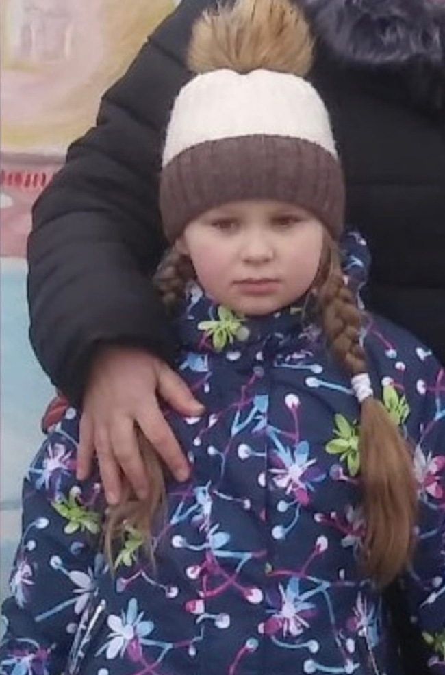 Bị từ chối tình cảm, gã cầm thú cưỡng hiếp rồi giết con gái 9 tuổi của bạn gái để trả thù, gia đình khóc ngất khi thấy thi thể nạn nhân - ảnh 2