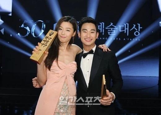 Knet đào lại bài phỏng vấn cũ của Kim Soo Hyun: Thú nhận từng yêu 9 người, làm rõ mối quan hệ với Jeon Ji Hyun - Suzy - ảnh 2