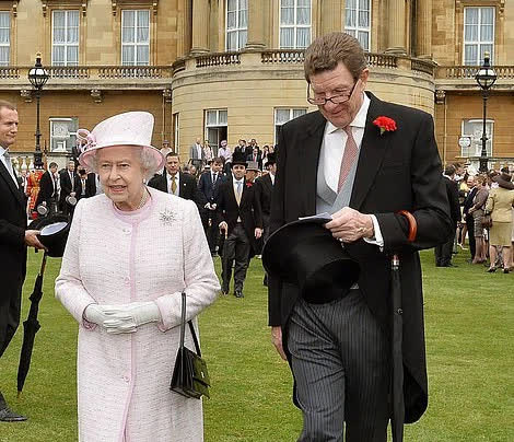 Dân Anh cảm kích trước hành động của Nữ hoàng Anh 4 ngày sau khi chồng qua đời, kêu gọi đừng để bà phải một mình tại lễ tang Hoàng thân - ảnh 2