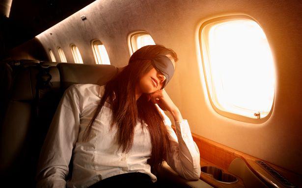 Tiếp viên hàng không lâu năm cảnh báo một thói quen tưởng rất bình thường nhưng lại vô vàn tác hại nên tránh khi đi máy bay