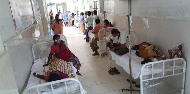 Số bệnh nhân COVID-19 tăng cao, Ấn Độ trong tình trạng quá tải bệnh viện, thiếu bình oxy - ảnh 1