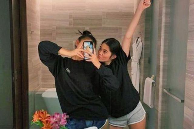 Cháu gái gia tộc Samsung lộ diện đã lập tức gây bão MXH với diện mạo thanh thuần nhưng chiếm trọn spotlight lại là bộ quần áo của tiểu thư 17 tuổi - ảnh 12