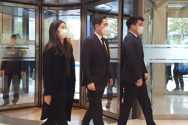 Cháu gái gia tộc Samsung lộ diện đã lập tức gây bão MXH với diện mạo thanh thuần nhưng chiếm trọn spotlight lại là bộ quần áo của tiểu thư 17 tuổi - ảnh 8