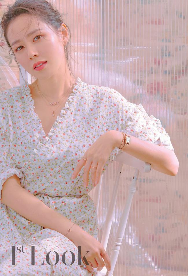 Từ trong phim ra ngoài đời, Son Ye Jin đều tích cực diện một mẫu váy siêu xinh tươi và trẻ trung - ảnh 1