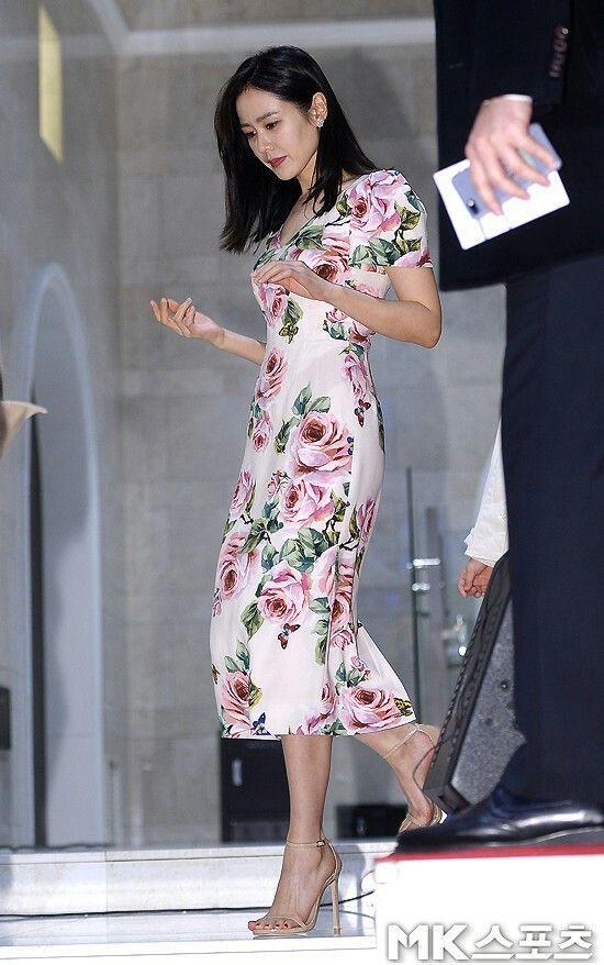 Từ trong phim ra ngoài đời, Son Ye Jin đều tích cực diện một mẫu váy siêu xinh tươi và trẻ trung - ảnh 3