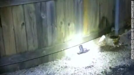Rúng động: Thiếu niên 13 tuổi bị cảnh sát Mỹ bắn chết, công bố đoạn video ghi lại toàn bộ sự việc khiến dư luận phẫn nộ - ảnh 4