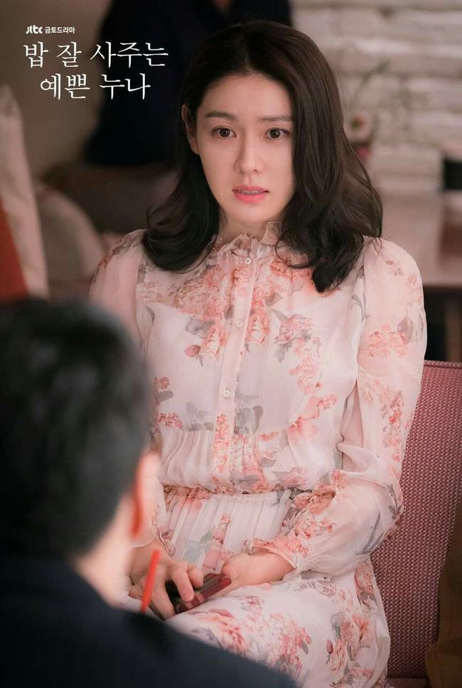 Từ trong phim ra ngoài đời, Son Ye Jin đều tích cực diện một mẫu váy siêu xinh tươi và trẻ trung - ảnh 5