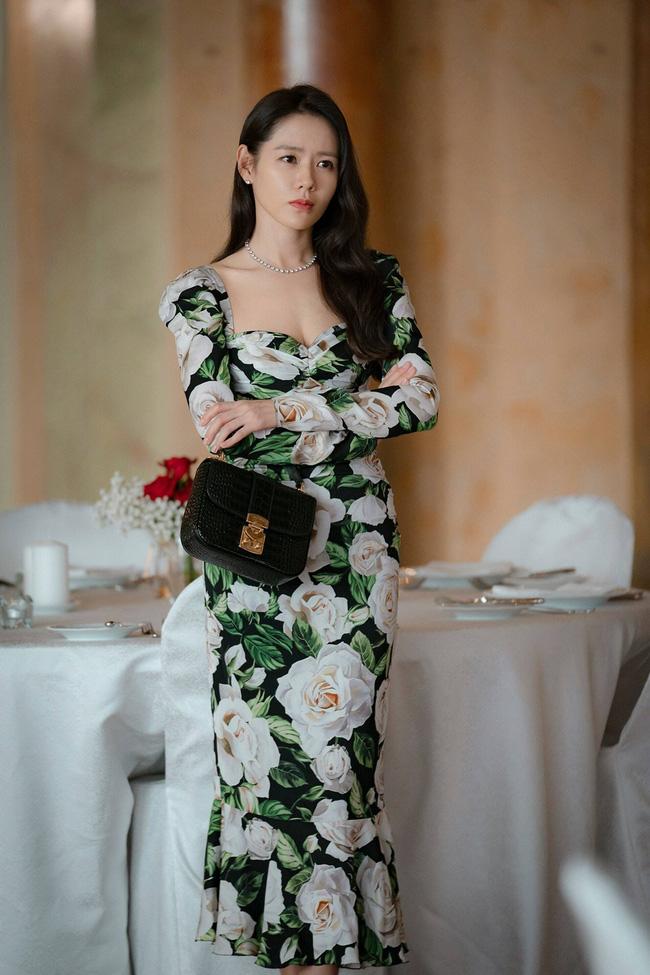 Từ trong phim ra ngoài đời, Son Ye Jin đều tích cực diện một mẫu váy siêu xinh tươi và trẻ trung - ảnh 8