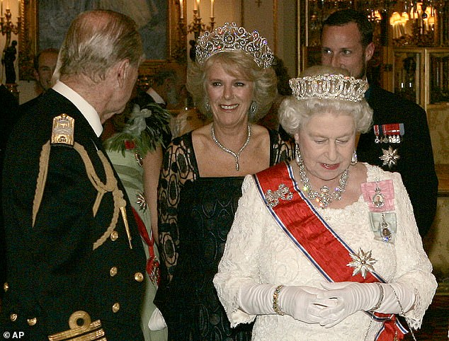 Quan hệ tốt đẹp của Hoàng tế Philip và các nàng dâu: Công nương Diana nhận sự đối đãi đặc biệt nhưng vẫn chưa phải là người được yêu quý nhất - ảnh 10