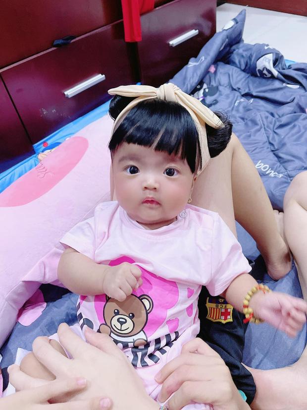 Vợ chồng Mạc Văn Khoa tình tứ tại sự kiện ra mắt phim, body hậu 4 tháng sinh con của Vy Pumpe gây xuýt xoa - ảnh 3