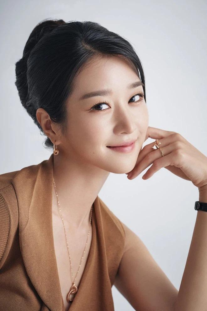 Giữa biến căng, 2 bác sĩ bất ngờ lên tiếng làm rõ nghi án Seo Ye Ji phẫu thuật thẩm mỹ và bị ném đá tơi bời - Ảnh 6.