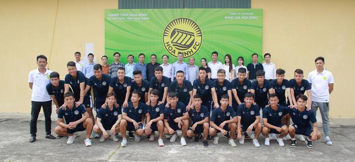 Hoà Bình FC nâng cấp sân hàng tỷ đồng để tham dự giải hạng Nhì 2021 - Ảnh 2.