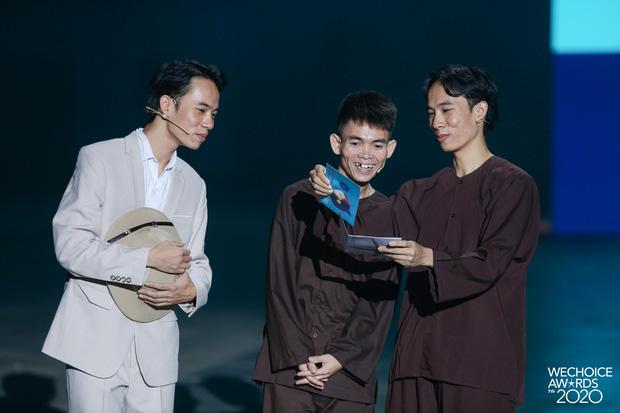Xuất hiện 3 nhân vật tự nhận HLV Rap Việt mùa 2, còn đòi thay hẳn nón vàng! - ảnh 2